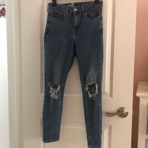 TOPSHOP JAMIE DISTRESSED LIGHT WASH JEANS